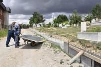 ÇAYBOYU - Gürün'de Mezarlıkta Onarım Çalışmaları
