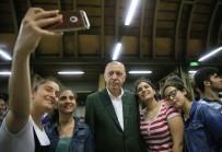 Cumhurbaşkanı Erdoğan, Merkezefendi Şehir Kütüphanesini Ziyaret Etti