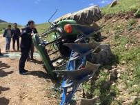 ABDURRAHMAN YILMAZ - Horasan'da Traktör Devrildi Açıklaması 3 Yaralı