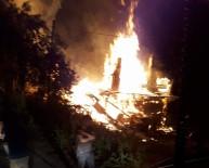 Kastamonu'da İki Katlı Ahşap Bina Yangında Küle Döndü