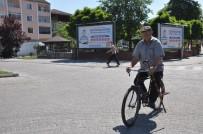 (Özel) Doktor Tavsiyesiyle Aldığı Bisikletine 52 Yılını Adadı, İlçede Bisikletli Heykeli Dikildi
