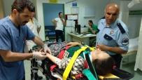 AKALAN - Traktörün Römorkunden Düşen Kadın Hastanelik Oldu