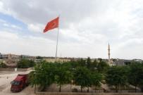 KABALA - Artuklu Belediyesi Ortaköy'e Dev Türk Bayrağı Astı