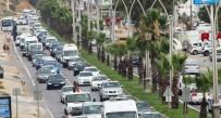 YERLİ TURİST - Bodrum'da Kilometrelerce Kuyruk Oluştu, Trafik Durdu