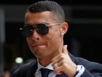 RONALDO - Cristiano Ronaldo ağlayan taraftarı görünce dayanamadı