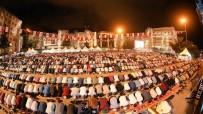 OSMAN KAYMAK - Kadir Gecesi'nde 15 Bin Kişi Meydanda Teravihte Saf Tuttu