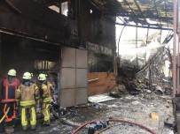 Yangın Çıkan İş Merkezinde Çökmeler Meydana Geliyor