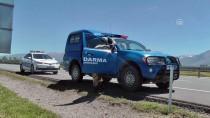 ALİŞAN - Yaralı Sürücü Hastaneye Götürülmeyi Reddedip Aracının Yanında Bekledi