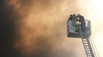Zeytinburnu'nda İplik Atölyelerinin Bulunduğu İş Merkezinde Yangın