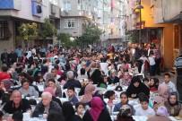AHMET ŞAHIN - Zeytinburnu Sokaklarını Ramazan Bereketi Sardı
