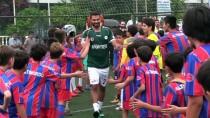 SALİH UÇAN - 7 Profesyonel 50 Miniğe Karşı Futbol Maçı Yaptı