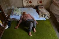YAŞLI KADIN - 90 Yaşındaki Kadının Yaşlılık Maaşını Torunu Çaldı