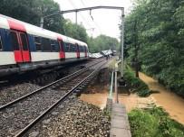 ULAŞTIRMA BAKANI - Fransa'da Meydana Gelen Heyelan Treni Raydan Çıkardı Açıklaması 7 Yaralı