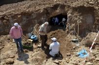 İNSAN KEMİKLERİ - İş Yeri Temel İnşaatı Kazasında Bizans Dönemine Ait Mezar Bulundu
