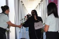 EREN ARSLAN - Katarlı Turistler Kırmızı Güllerle Karşılandı