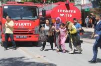 İTFAİYE MERDİVENİ - Konya'da Bir Apartmanda Çıkan Yangında Mahsur Kalan 11 Kişi İtfaiye Merdiveniyle Kurtarıldı