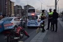 YAŞLI KADIN - Motosiklet Yayaya Çarptı Açıklaması 1 Yaralı