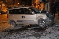 NUMUNE HASTANESİ - Otomobil İle Hafif Ticari Araç Çarpıştı Açıklaması 4 Yaralı
