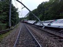 ULAŞTIRMA BAKANI - Paris'te Tren Raydan Çıktı Açıklaması 7 Yaralı
