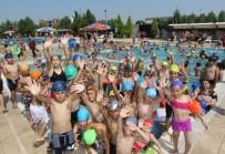 KARNE HEDİYESİ - Saruhanlı Belediyesinden Öğrencilere Ücretsiz Havuz