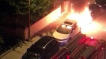 AKKONAK - Denizli'de Park Halindeki 2 Otomobil Yandı