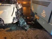 Fatih'te Minibüs İle Otobüs Çarpıştı Açıklaması 10 Yaralı