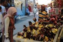 SAĞLIKSIZ ÜRÜNLER - Kemeraltı Çarşısı'nda Bayram Hareketliliği