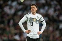 JOACHİM LÖW - Mesut Özil, Meksika Karşısında Yok!