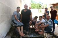 Sıcaklar Arttı, Vatandaşlar Süs Havuzuna Koştu