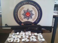 UYUŞTURUCU OPERASYONU - Uyuşturucu Taciri 2 Şahıs Tutuklandı