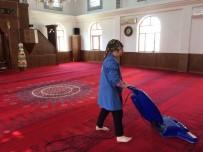 Akçakoca'da Camilerde Bayram Temizliği Yapıldı