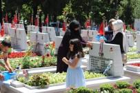 EDIRNEKAPı - Arife Günü Şehitlikler Doldu Taştı