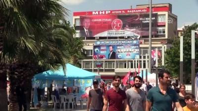 Aydın'da Şölen Havasında Seçim Çalışması