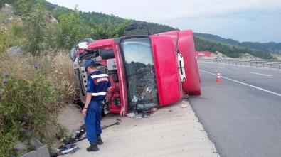 Bariyerlere Çarpan Tır Devrildi, Sürücü Öldü