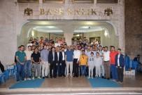 UĞUR İBRAHIM ALTAY - Başkan Altay, Belediye Bahçesinde Gençlerle Buluştu