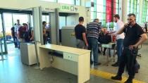 ŞEHİRLERARASI OTOBÜS - Bayram Arefesinde AŞTİ'de Uzun Kuyruklar Oluştu