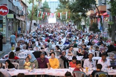 Bayrampaşa'da 100 Bin Komşu İftarda Buluştu