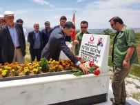 KAHRAMANLıK - CHP'li Erol, Şehit Sekin'in Kabrine Gitti Açıklaması 'Bir Kahramanlık Hikayesi Yazmıştır'