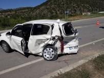 HACıHAMZA - Çorum'da Otomobiller Çarpıştı Açıklaması 8 Yaralı
