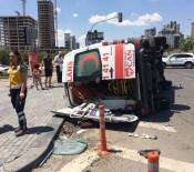 ÖZEL AMBULANS - Hasta Taşıyan Ambulans Kaza Yaptı Açıklaması 7 Yaralı