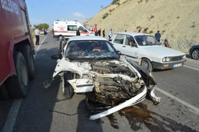 İki Otomobil Kafa Kafaya Çarpıştı Açıklaması 10 Yaralı