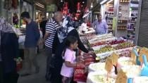 KAPALI ÇARŞI - Kayseri'de Tarihi Çarşıda Bayram Hareketliliği