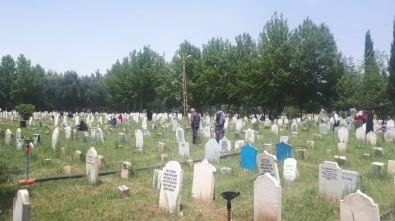 Mezarlıkta Bayram Yoğunluğu