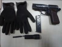 ÖZEL KUVVET - Özel Kuvvetler'in Kullandığı Silahı Gömmeye Çalışırken Yakalandılar