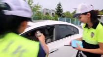 TRAFİK DENETİMİ - Polisten İkramlı Uyarı