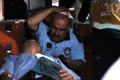 Seyyar Satıcılar Zabıtalara Saldırdı, 1'İ Bıçakla 2 Zabıta Yaralandı