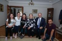 BAYRAM HEDİYESİ - Vali Çakacak Ve Eşi Kevser Çakacak, Şehit Dunca'nın Ailesini Ziyaret Etti