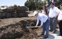 SU KANALI - Valinin İlk Kazmayı Vurduğu Yerde Dünyanın İlk Kadın Belediye Başkanının Anıt Mezarının Podyumu Çıktı