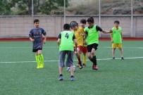 Yaz Futbol Okulu Antrenmanlara Başladı