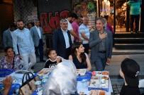 GALATA KULESI - Yerli Yabancı Binlerce Kişi Kule Meydanında İftar Yaptı